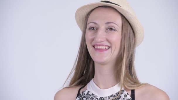 Tvář ženy šťastné blond turistické myšlení