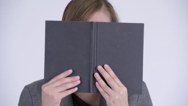 Fiatal félénk ázsiai üzletasszony, gondoltam, bár szembenéz könyv