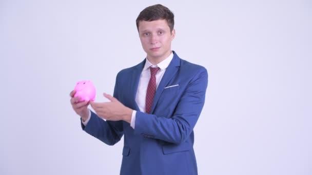 Boldog, fiatal üzletember, malacka bank holding, és így remek