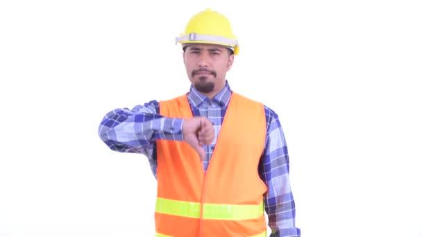Rozzuřený vousatý Peršan muž dávatel palce