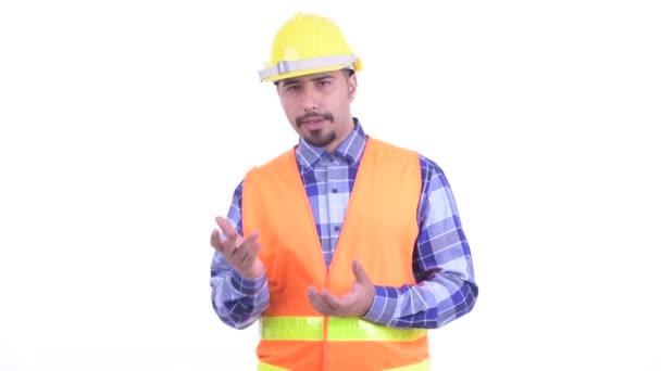 Šťastný vousatý perský muž stavební pracovník vysvětloval něco