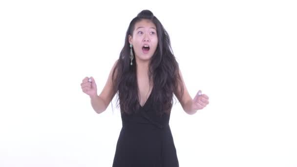 glücklich schöne asiatische Frau suchen überrascht