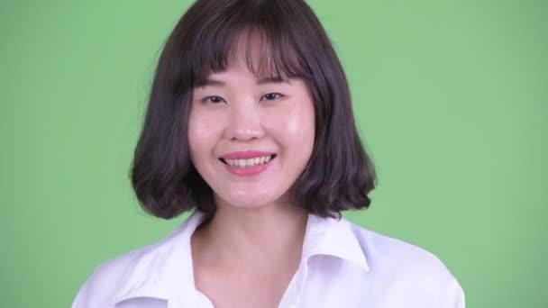 Tvář šťastné krásné asijské podnikatelka s úsměvem