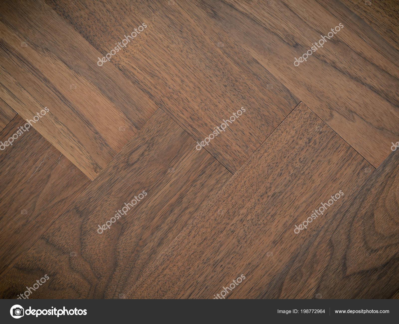 Textuur van een oude gebruikte walnoot visgraat vloer u2014 stockfoto