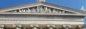 Panoramatický pohled Boha sochy a ozdoby zlaté detaily v kultovní akademie v Aténách, Řecko