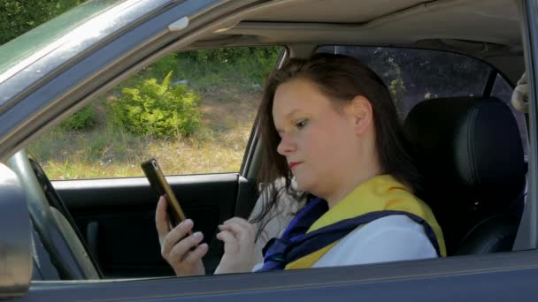 business lady driving, talking on the phone