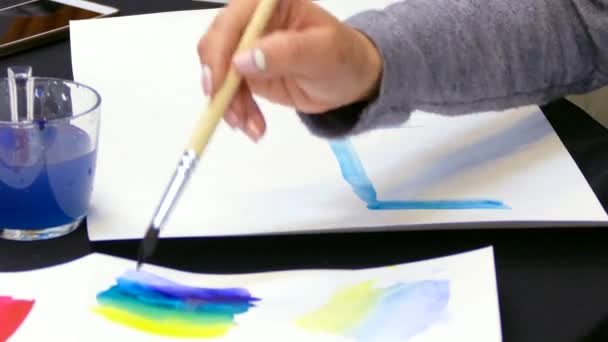 artists hand draws a gradient