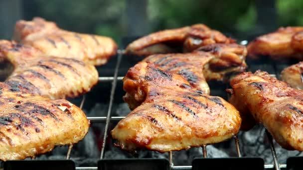 csirkeszárny grill, amelyeket éppen grillezett a barbecue