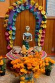 Mexiko-Stadt, Mexiko - 31. Oktober 2016: Mexikanische Skulpturen eines Skeletts, während der Feier des Totentages (Dia de los Muertos), Mexiko-Stadt