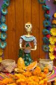 mexikanische Skulpturen eines Skeletts, während der Feier des Tages der Toten (dia de los muertos), Mexiko-Stadt