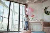 boldog szép kislány születésnapi party, beltéri