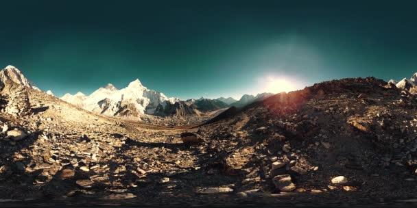 360 vr panoramatický pohled na západ slunce nad Kala Patthar. Mount Everest a Lhotse s krásnou oblohu a ledovce Khumbu. Khumbu valley, národní park Sagarmatha, Nepál Himaláje. Koncový bod Ebc