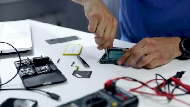 telefon servis - technika opravy smartphone v úřadu