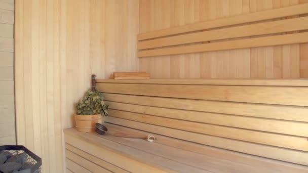 klasické dřevěné sauny interiér