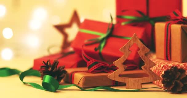 Vánoční dárky a dekorace. 4 k dolly shot