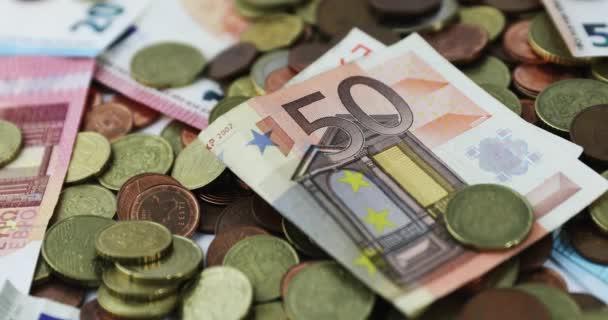 Euro peníze mincí a bankovek