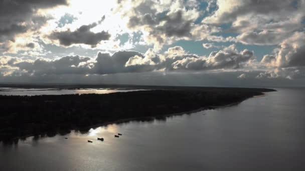 Luft verrückt lebendigen sonnigen Himmel fliegen über der Ostsee Golf - schöne Natur Wolkenlandschaft