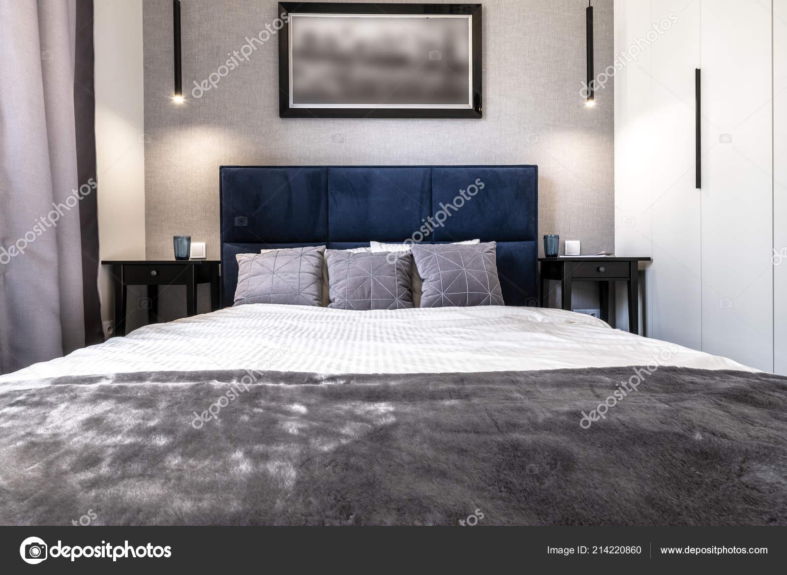 Chambre Coucher Moderne Finition Gris Avec Lit Bleu ...