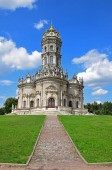 Photo The Temple of the Sign of the Mother of God in Dubrovitsy was built in the style of the Italian Baroque in 1703 in the estate of Prince Boris Golitsyn. Russia, Moscow region, July 2018.