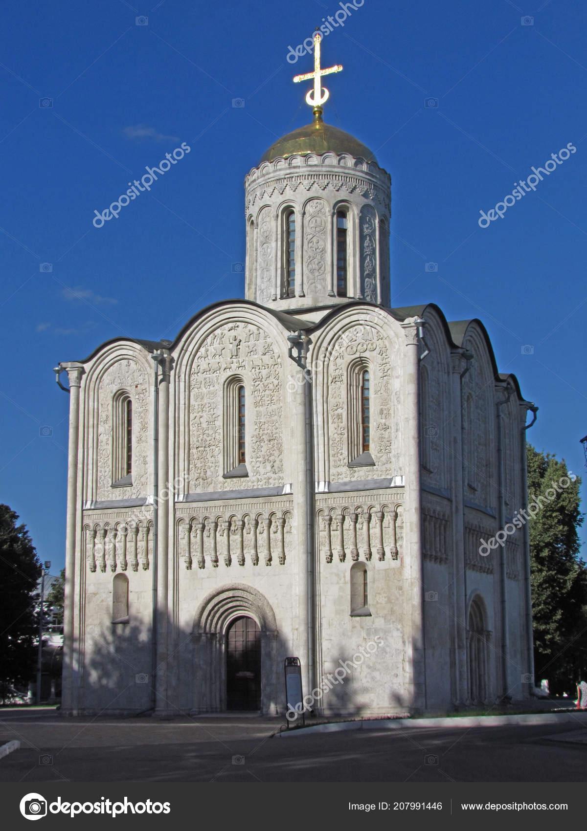 Дмитровский церковь Владимира был построен в 1191 под князь Всеволод из  белого камня и украшенные 600 рельефов святых, животных и растений.