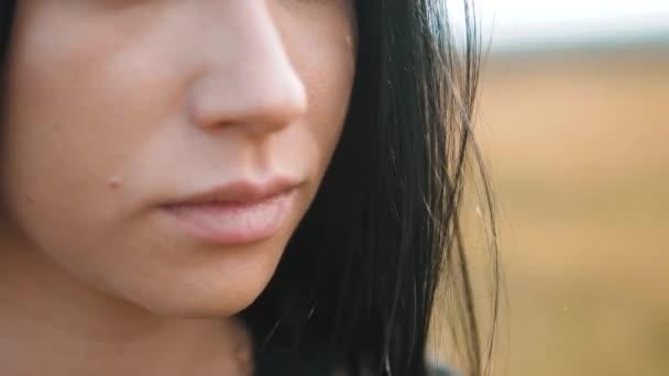 Большие губы женщин видео ебут зрелых