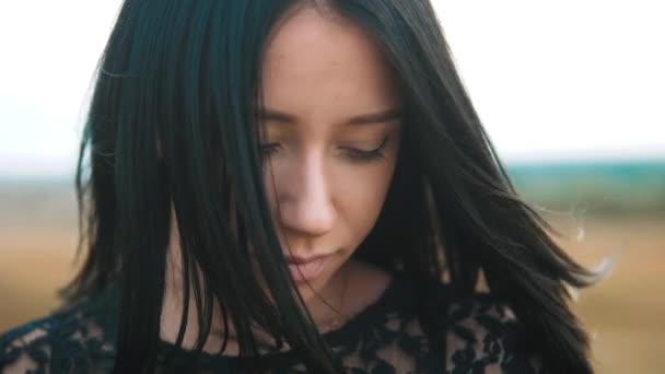 Большие губы женщин видео блондинки азиатом
