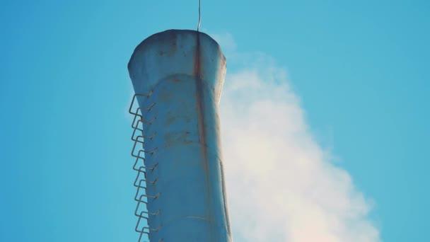 střešní komína zimní sníh. životní styl komín chemičky. znečištění životního prostředí