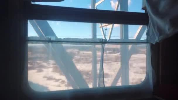 koncept cesta cestování vlakem. pohled na krásné z okna Pohyblivý zimy Rusko železniční vlak. vnitřní životní styl uvnitř vlaku