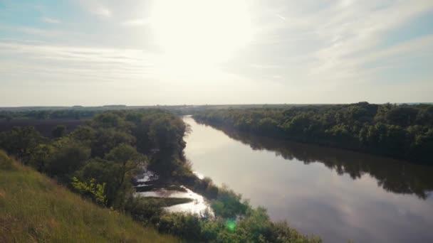 Fluss Wald Hügel Himmel die Landschaft schöne Aussicht Lifestyle Natur Zentralrussland Top-Ansicht
