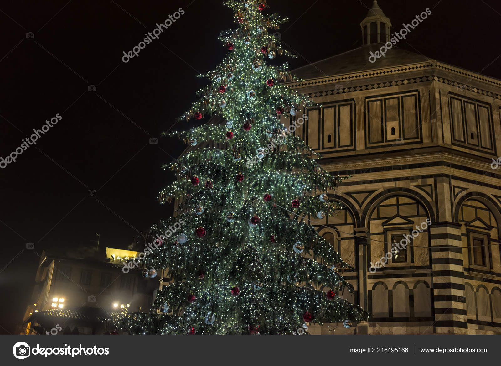 Christmas In Florence Italy.Italy Florence 2018 Florence Cathedral Christmas Tree Night