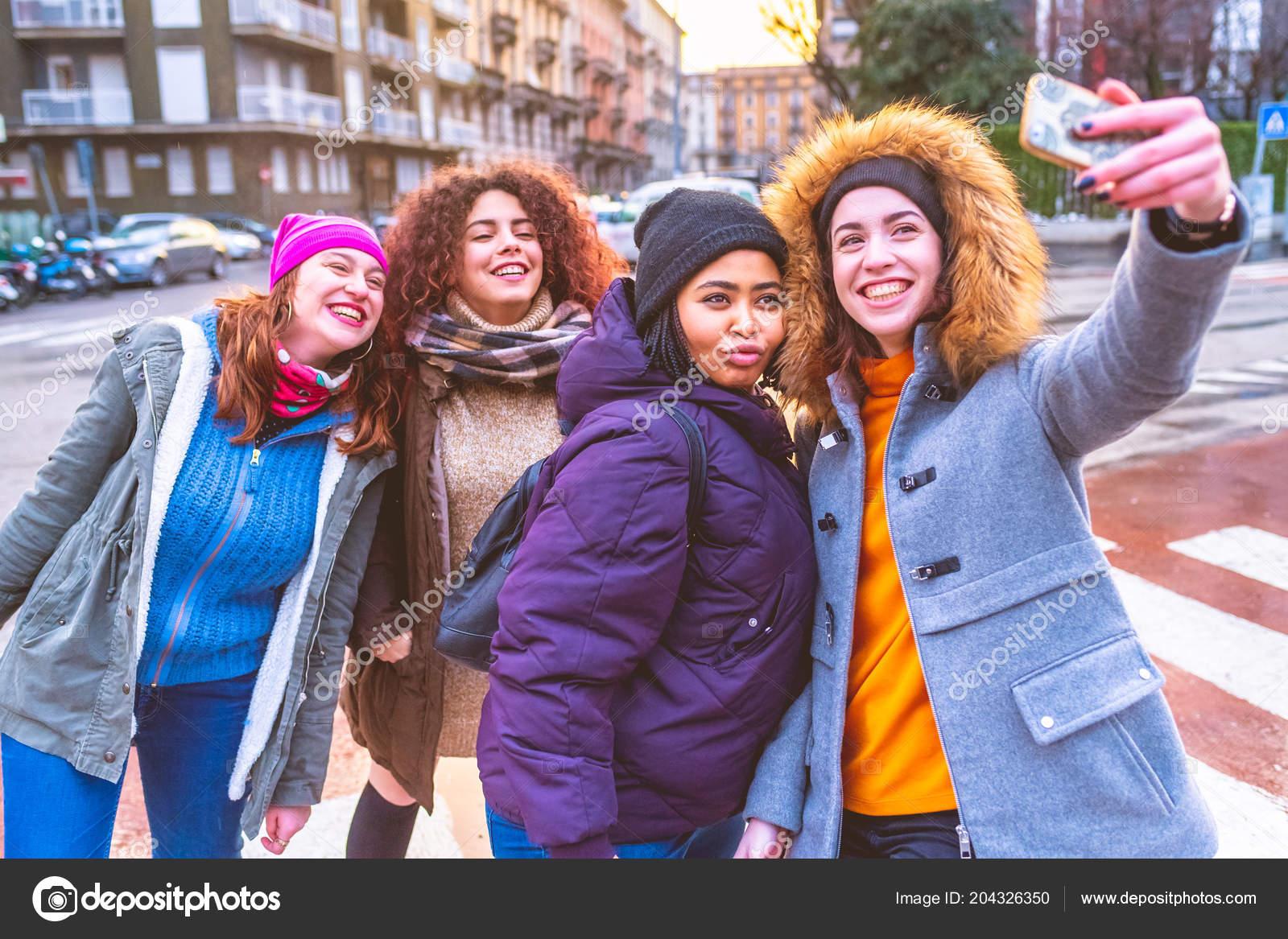 Amigas Maduras ᐈ mejores amigas imágenes de stock, fotos cuatro mejores