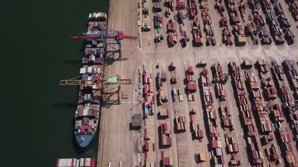 Ipari rakománytér konténer hajó dokkoló port, légifelvételek