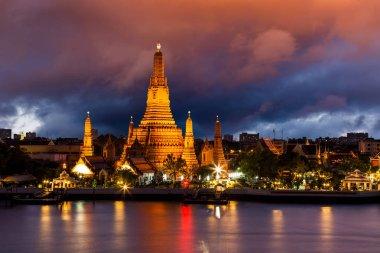"Картина, постер, плакат, фотообои ""Ват Арун, на реке Чао Прайя на закате, Бангкок, Таиланд."", артикул 271424590"