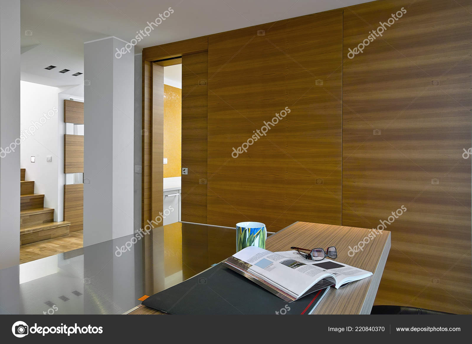 Interieur Aufnahmen Einer Modernen Küche Vordergrund Bedeckt Die ...