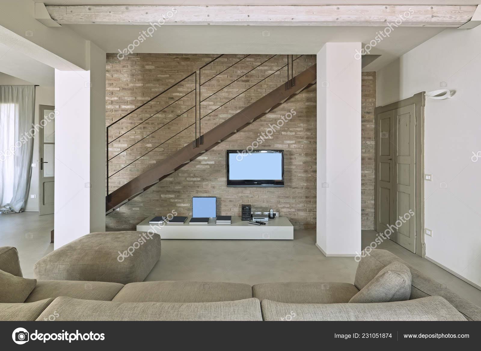 Foregound Sofa Tissu Dans Contemporain Salon Sur Fond Mur Brique ...