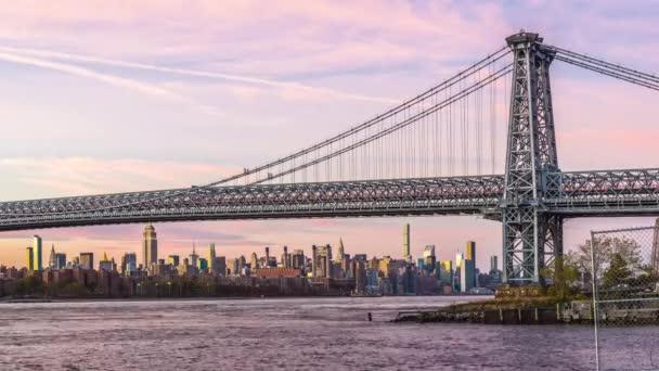 New York, New York, Usa Panorama na East River s Williamsburg Bridge