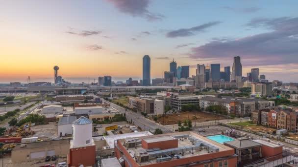 Lasso di tempo di orizzonte del centro di Dallas, Texas, Stati Uniti dAmerica al crepuscolo.