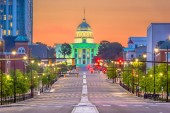 Fotografie Montgomery, Alabama, USA with the State Capitol at dawn.