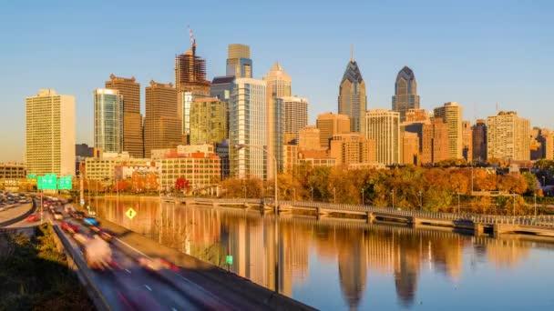 Orizzonte di Philadelphia, Pennsylvania, Stati Uniti dAmerica sul fiume di Schuylkill