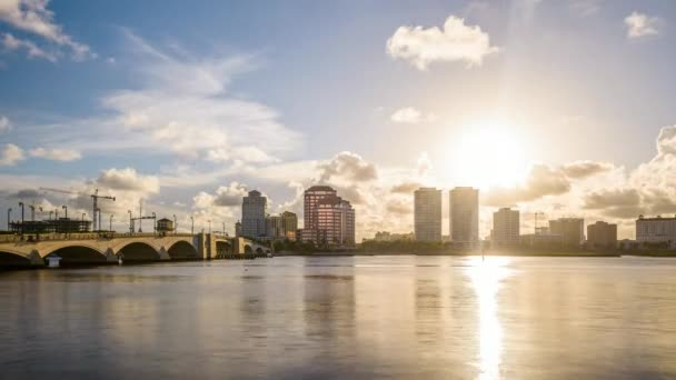 West Palm Beach, Florida, Usa centra Panorama při západu slunce