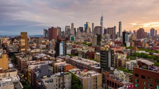 New York, New York, Usa finanční čtvrť Panorama z Lower East Side za soumraku.