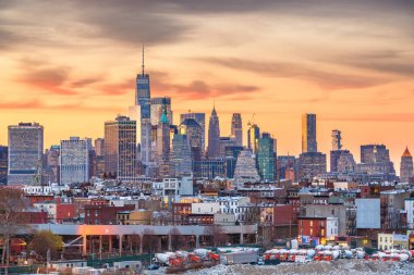 New York City, USA downtown Manhattan skyline.