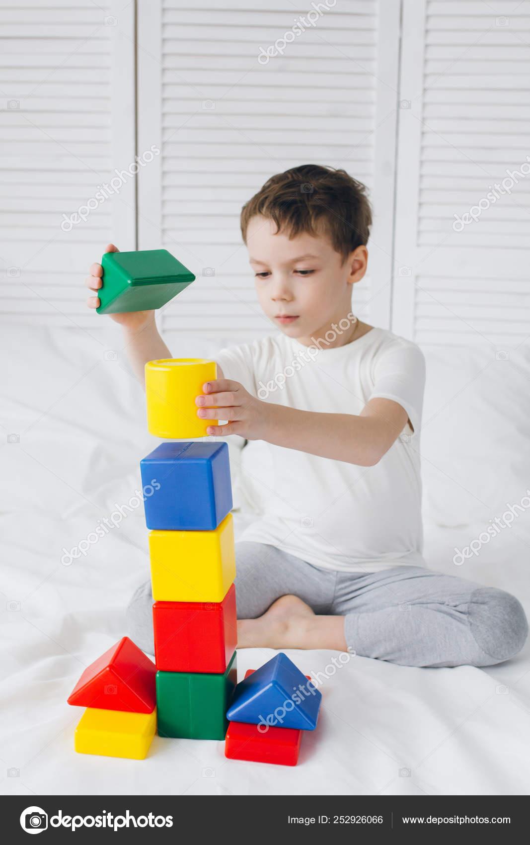 играть строить из кубиков