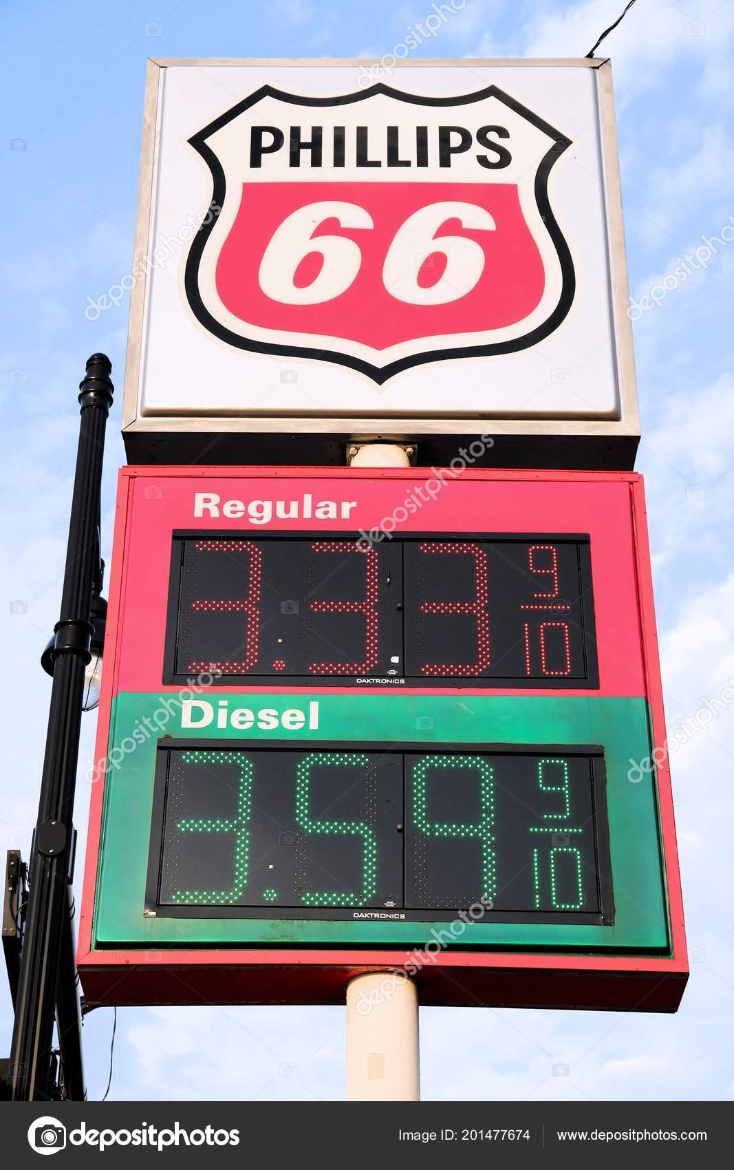 Kansas City Usa June 2013 Gas Prices Phillips Gas Station