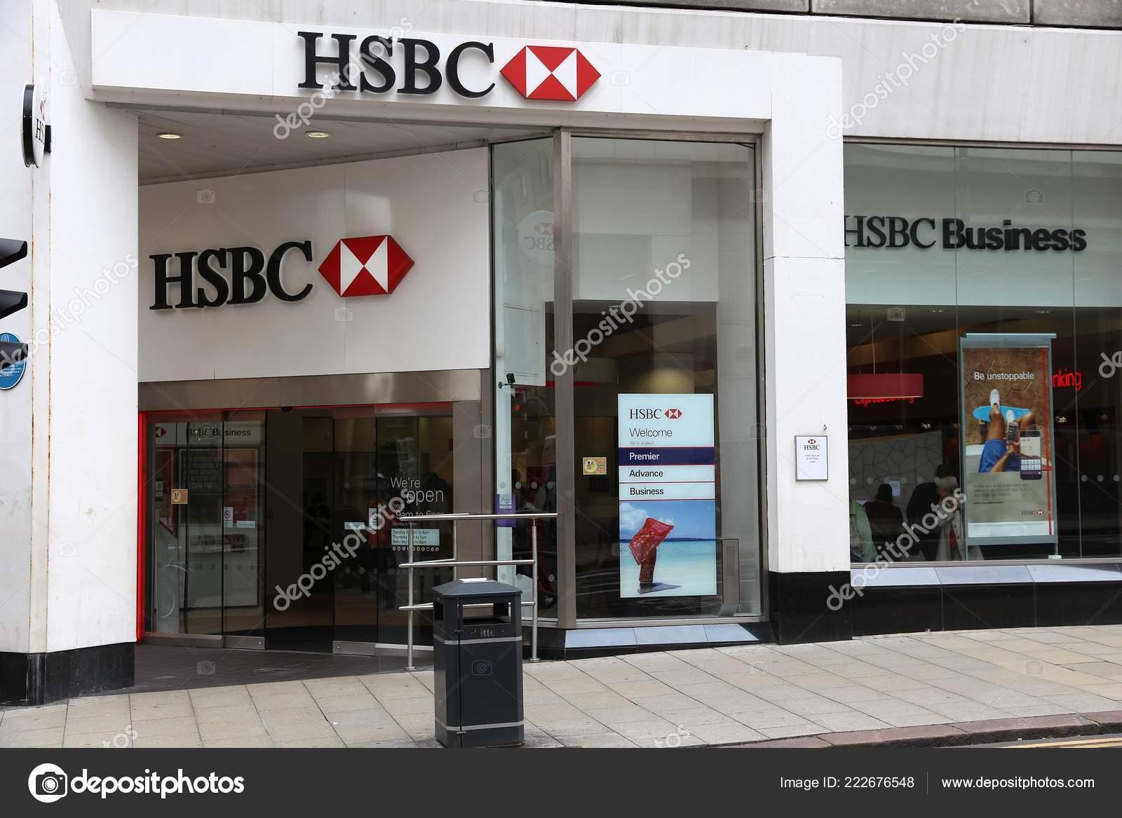 Leeds July 2016 People Walk Hsbc Bank Leeds Hsbc One – Stock