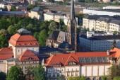Fotografie Chemnitz, Deutschland (Bundesland Sachsen). Luftaufnahme der Stadt im warmen Abendlicht.