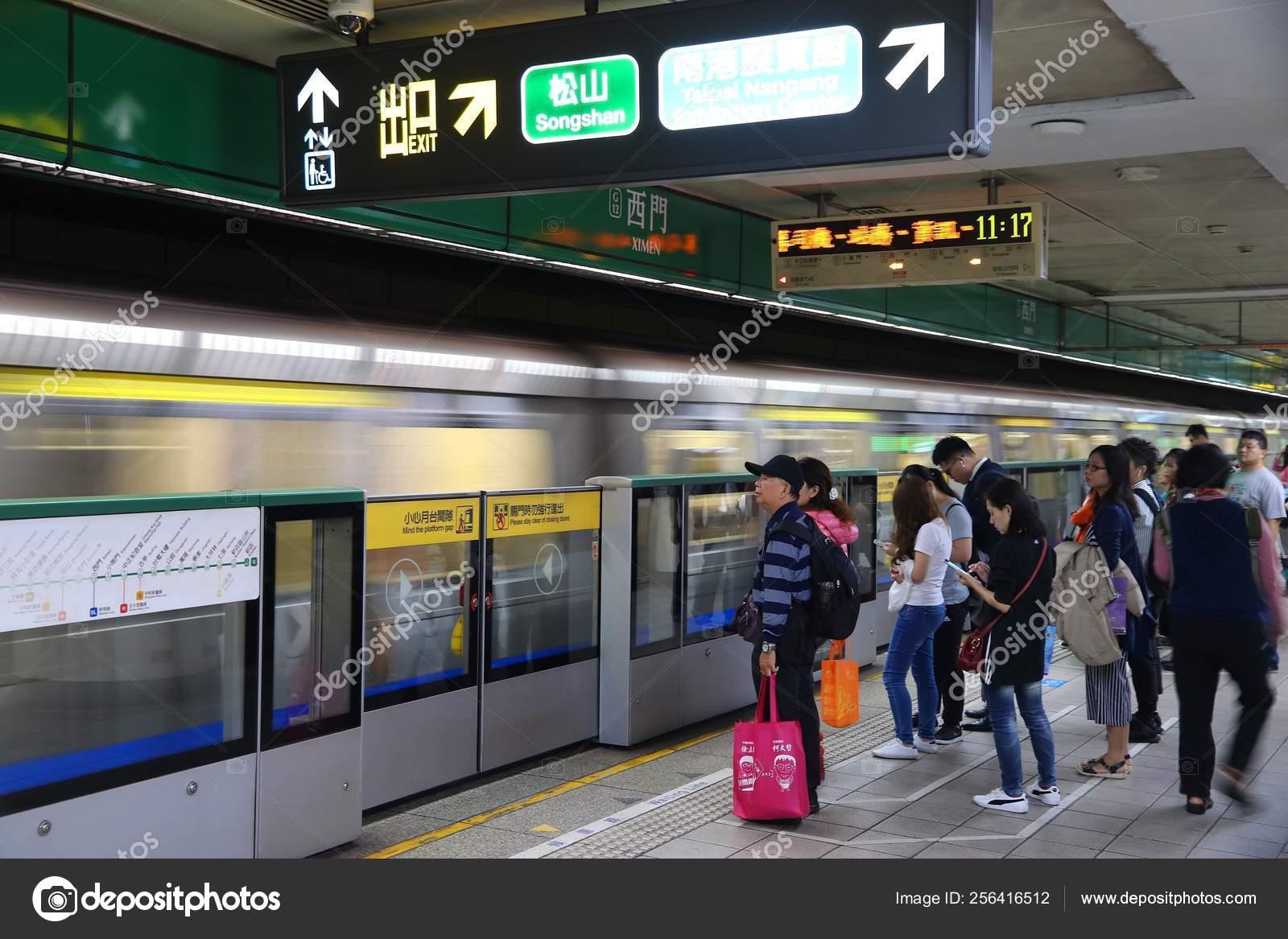 Taipei public transportation – Stock Editorial Photo