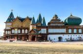 Moskva, Rusko - 12. března 2014: Dřevěný palác cara Alexeje Michajloviče v Kolomenskoye, známé turistické místo a muzeum dřevěné architektury