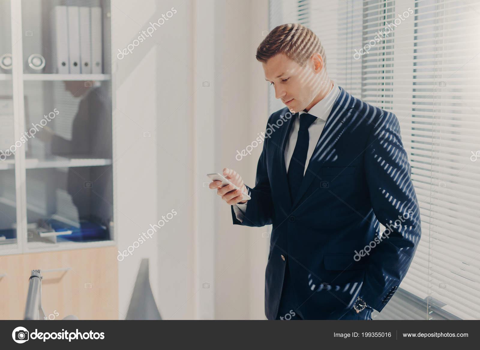 Vestito Elegante Ufficio : Foto ufficio dipendente abito elegante aspetto accattivante