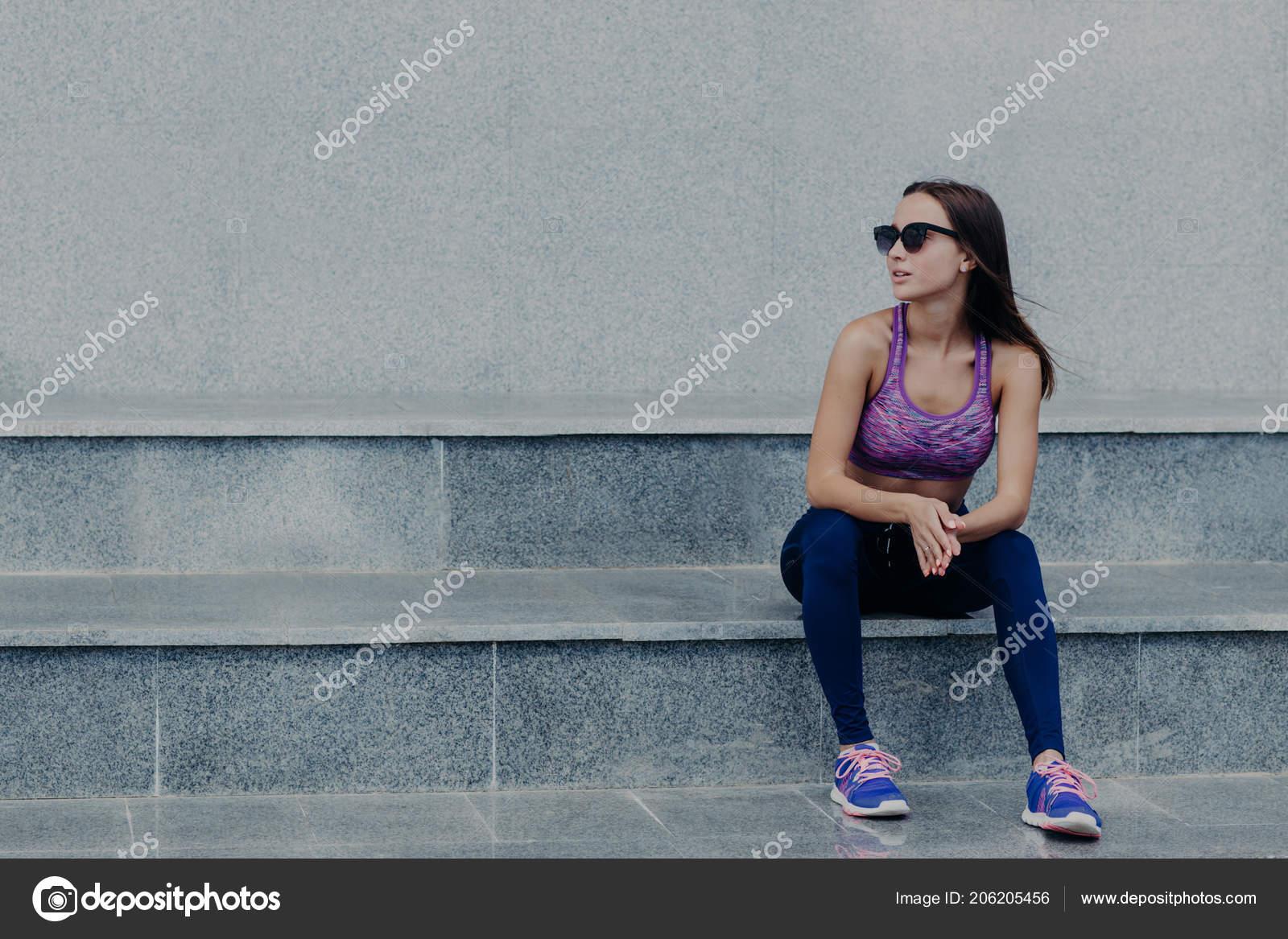 7301182a0487 Donna Fitness Attivo Bella Resto Dopo Allenamento Cardio Vestita ...